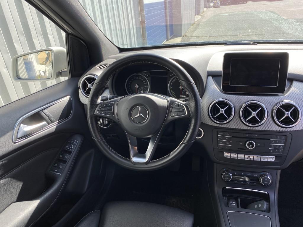 Mercedes Benz B-Electric. inkl strøm til 150 km ved normal kørsel.